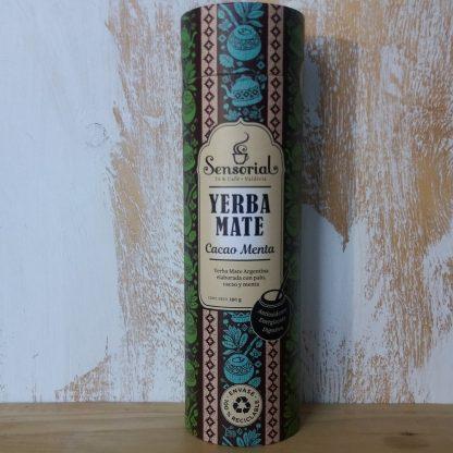 Hermoso envase de cartón con diseño de la Yerba mate Sensorial variedad Caco menta