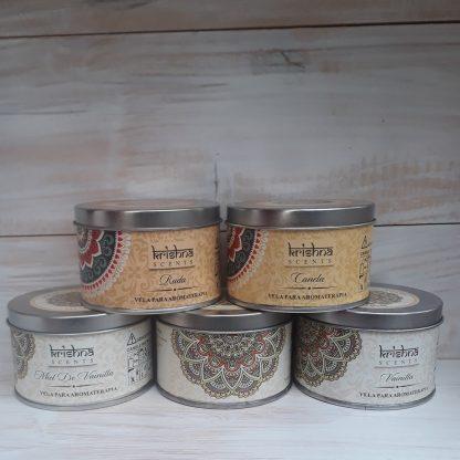 Cajitas metálicas muy decorativas que contienen velas aromáticascon diferentes aromas