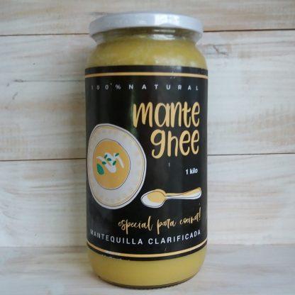 Mantequilla ghee- 1lt- Especial para cocinar- En la etiqueta se ve un plato con comida preparada con mantequilla ghee y una cuchara