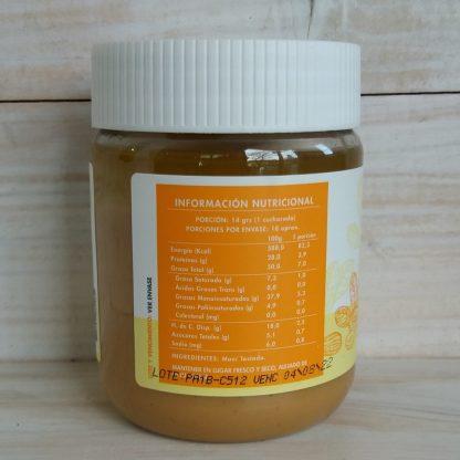 Tabla nutricional de la mantequilla de maní Manare . 1 porción son 14 grs, 1 cucharada. Porciones por envase: aprox. 18. Por porción: calorías: 83, proteínas 3,3 gr; Grasa saturada 1gr, Grasa monoinsaturada 3,4 gr, Grasa poliinsaturada 2,2 gr, grasas trans 0,0; Colesterol 0, Carbohidratos disponibles 1,9 g, azúcares totales 0,59 g, sodio 1mg. Ingredientes: Maní tostado. Elaborado en líneas que también procesan sulfitos, nueces y sus derivados. MANTENER EN LUGAR FRESCO Y SECO, ALEJADO DE LA LUZ SOLAR
